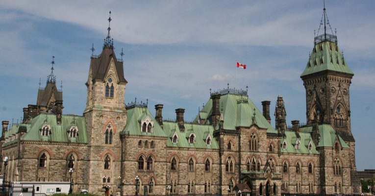 Which types of retirement income in Canada get taxed?